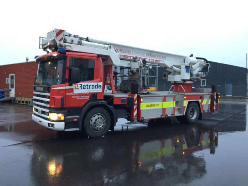 Scania P94 DB4x2 med Bronto lift / Truck with lift - 8