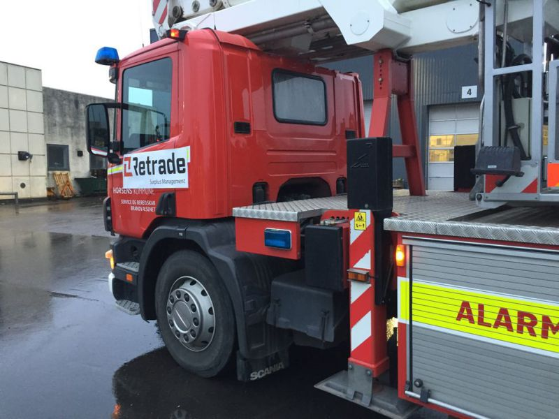 Scania P94 DB4x2 med Bronto lift / Truck with lift - 11