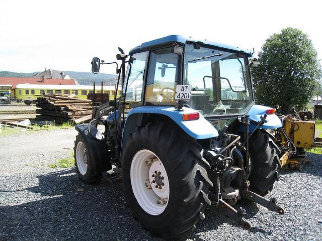 ford traktor new holland 4 wd 4835 4 til salgs p retrade. Black Bedroom Furniture Sets. Home Design Ideas