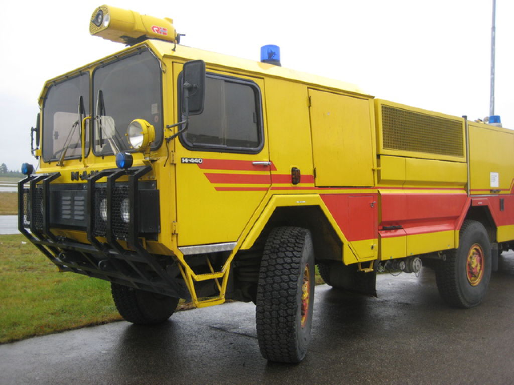 Aof: MAN-AOF 14.440 /4x4 Flyplass Brannbil For Sale. Retrade
