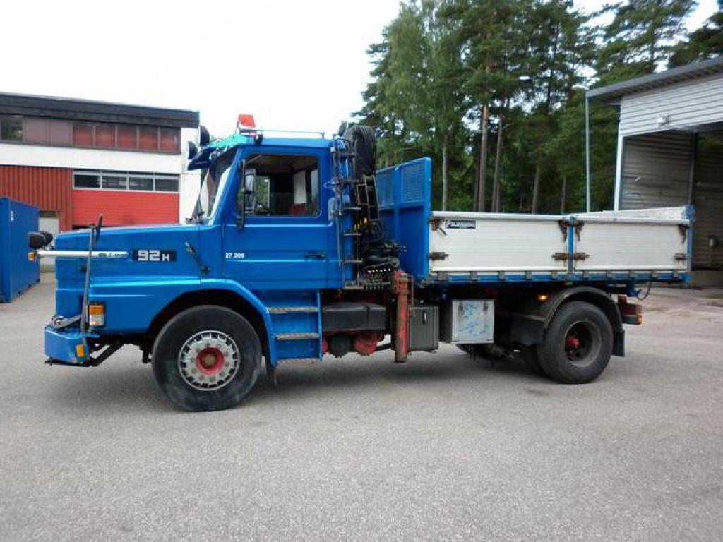 Kranbil Flakbil Scania T92H 4x2 med HIAB kran Tippbil Lastbil for sale. Retrade offers used ...