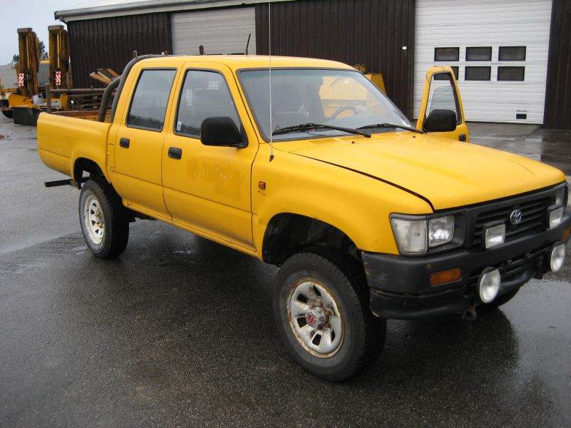 TOYOTA HILUX 4WD - 1