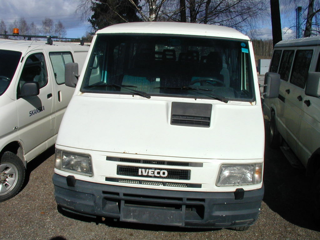 Młodzieńczy Iveco Daily 35-10, 9-seter for sale. Retrade offers used machines SS63