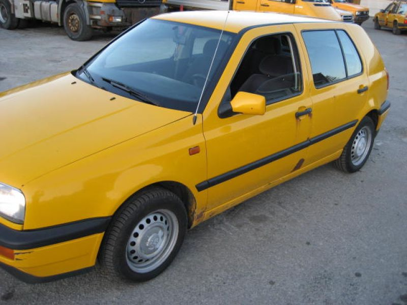 VW GOLF GL - 1