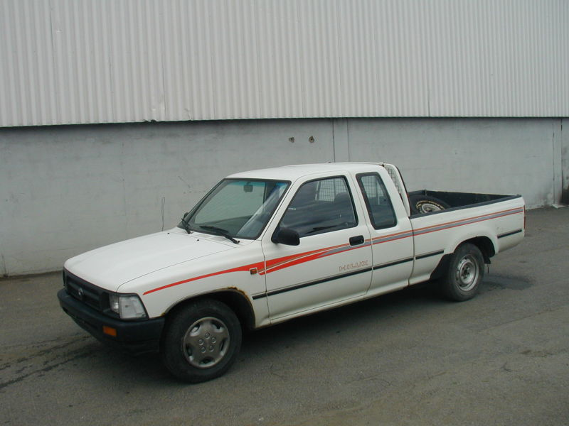 Toyota Hilux 2WD - 1