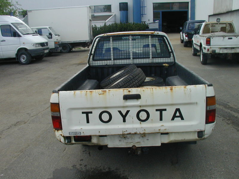Toyota Hilux 2WD - 3