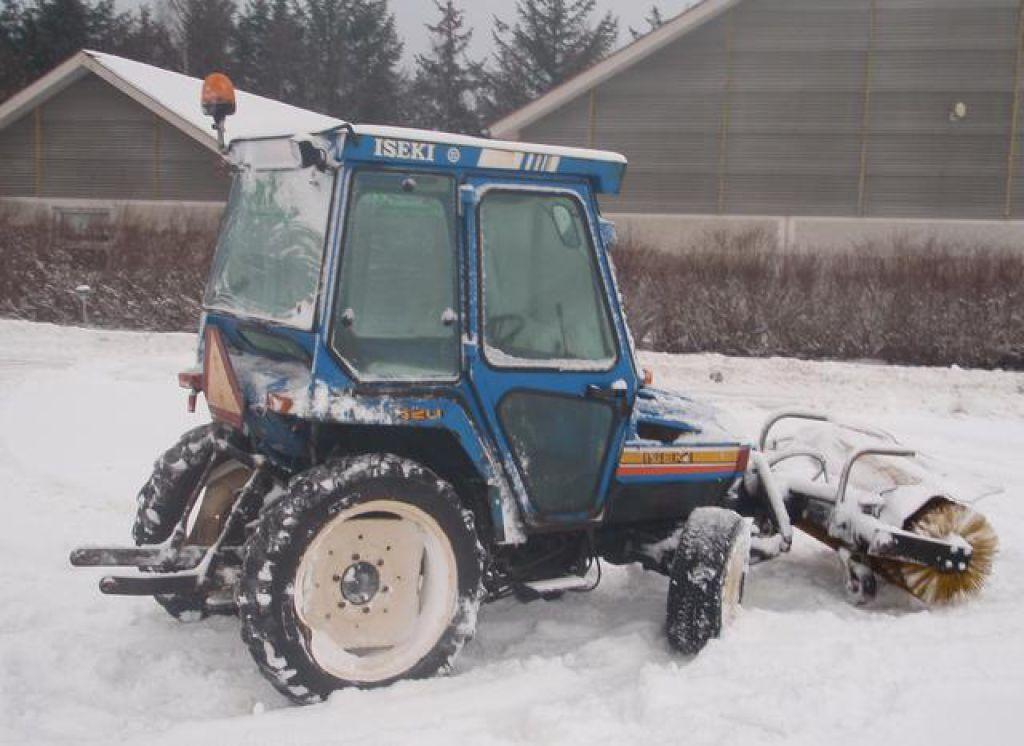 Iseki 320 mini-traktor med sneskovl og kost / snerydning for sale. Retrade offers used machines ...