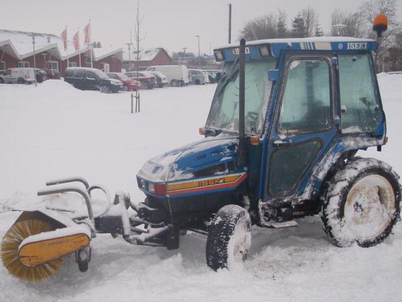 Iseki 320 mini-traktor med sneskovl og kost / snerydning til salg. På Retrade kan du købe brugt ...