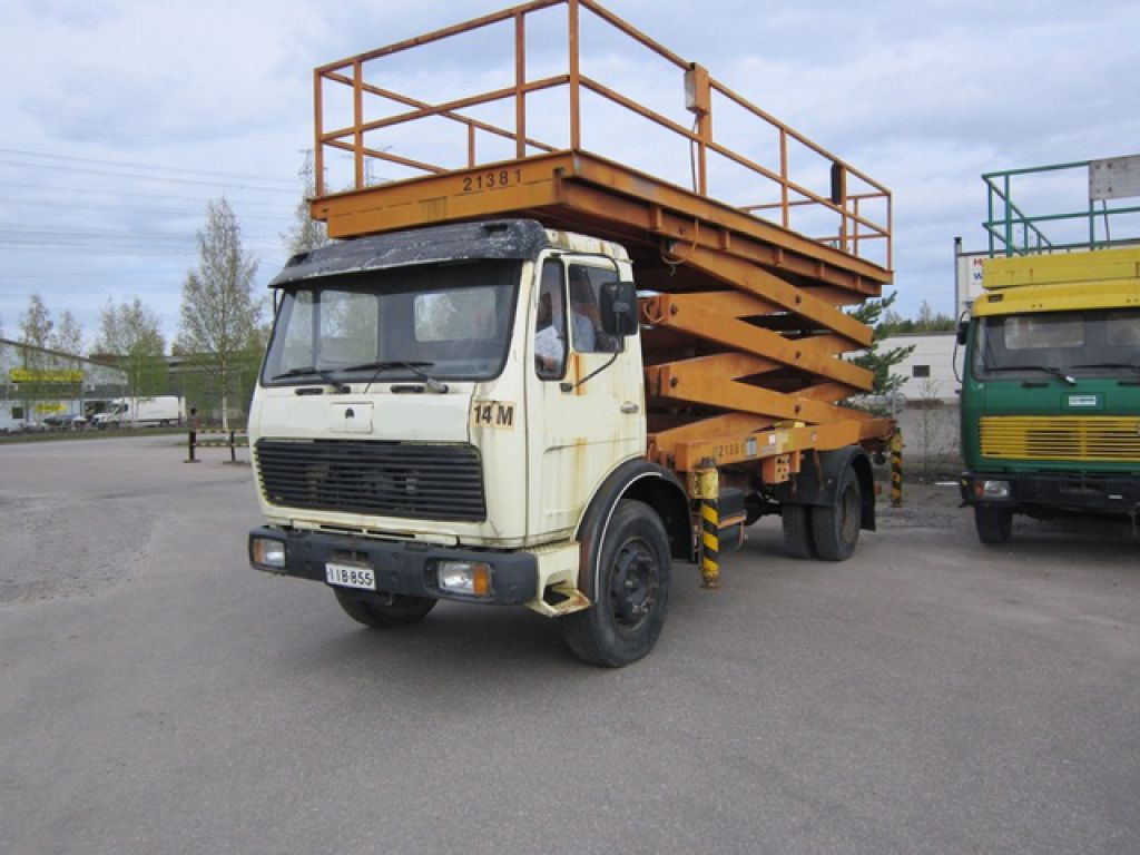 Working Auto Lift : Saksilava auto saxi mercedes benz truck mounted